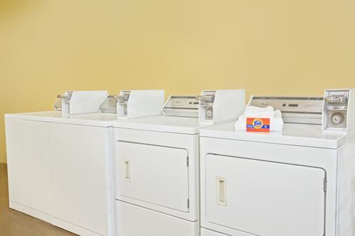 Days Inn Orlando Airport Florida Mall - Orlando - Laundry facility