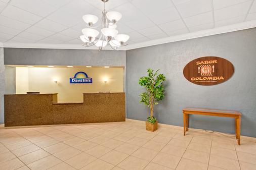 Days Inn Orlando Airport Florida Mall - Orlando - Front desk