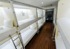 Tambayan Capsule Hostel - Manila - Bedroom