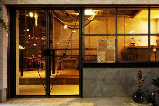 Inno Hostel & Pub Lounge Ueno, Tokyo - Tokyo - Building