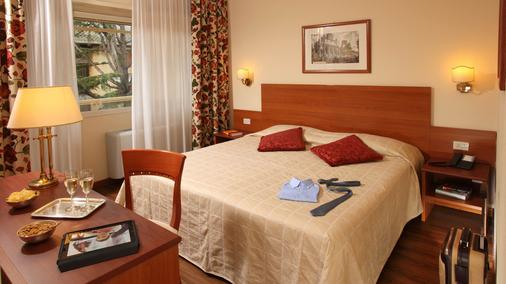 Hotel American Palace Eur - Rome - Bedroom