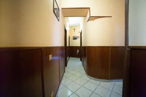 Hotel Farini - Rome - Hallway