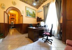 Hotel Farini - Rome - Front desk
