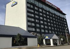 Days Inn Niagara at the Falls - Niagara Falls - Building