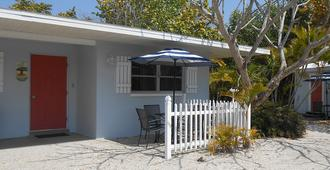 Sunshine Island Inn - Sanibel - Building