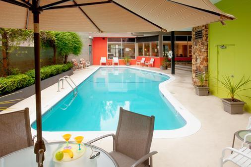 Staypineapple at University Inn - Seattle - Pool