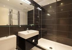 Vancouver Studios - London - Bathroom