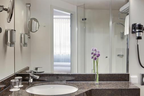 Intercityhotel Ulm - Ulm - Bathroom