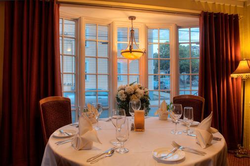 Bouchard Inn & Restaurant - Newport - Banquet hall