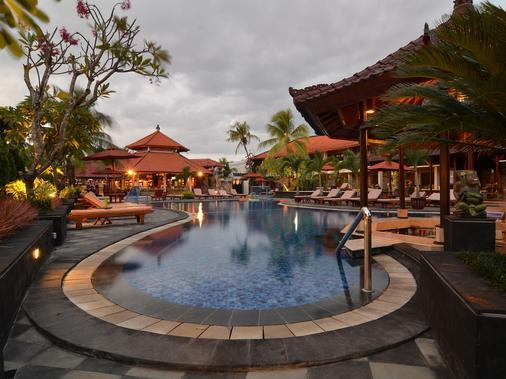 Sol House Bali Kuta - Kuta - Pool