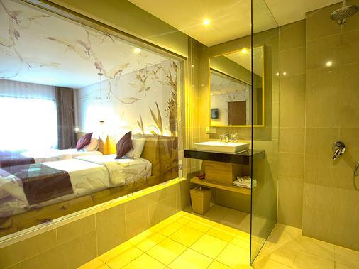 Sol House Bali Kuta - Kuta - Bathroom