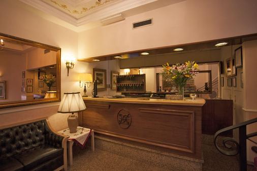 Hotel Doria - Rome - Front desk