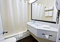 Comfort Hotel Downtown - Toronto - Bathroom