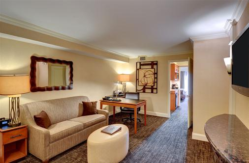 Eden Resort & Suites - Lancaster - Living room
