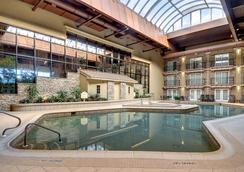 Eden Resort & Suites - Lancaster - Pool