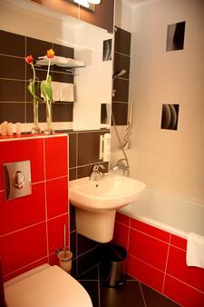 Hotel Bratislava - Bratislava - Bathroom