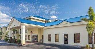Days Inn & Suites Lakeland - Lakeland - Building