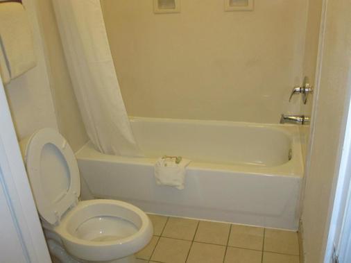Texas Inn Downtown Mcallen - McAllen - Bathroom