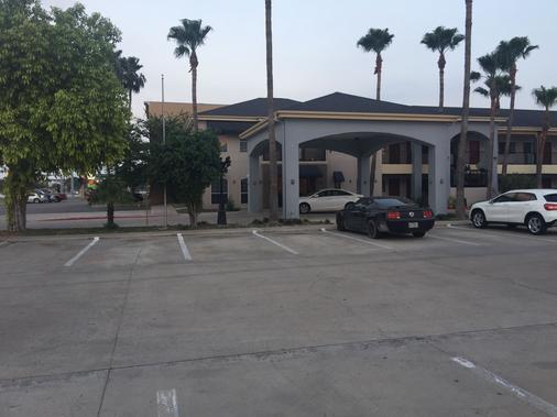 Texas Inn Downtown Mcallen - McAllen - Parking