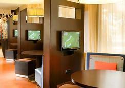 Courtyard by Marriott Dallas Arlington Entertainment District - Arlington - Lounge