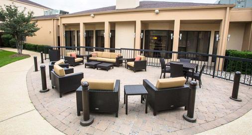 Courtyard by Marriott Dallas Arlington Entertainment District - Arlington - Patio