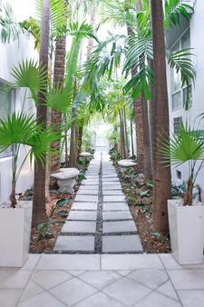 Crest Hotel Suites - Miami Beach - Outdoor view