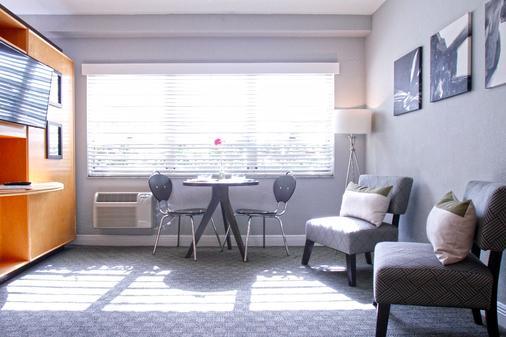 Crest Hotel Suites - Miami Beach - Living room