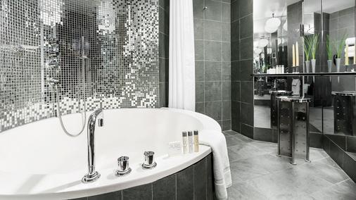 Royalton Hotel - New York - Bathroom