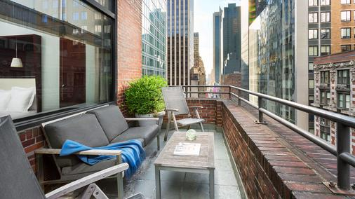 Royalton Hotel - New York - Balcony