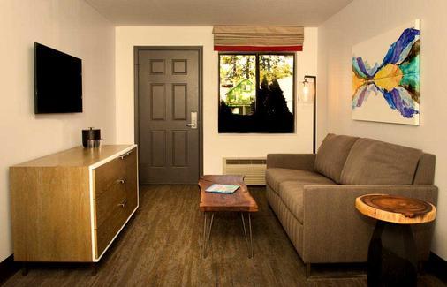 Hotel Becket - South Lake Tahoe - Living room