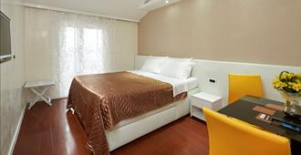 Hotel Tomi - Portoroz - Bedroom