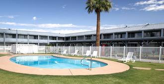E-z 8 Motel Phoenix Airporter - Phoenix - Building