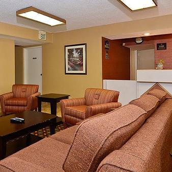 Travelers Inn And Suites - Memphis - Lobby