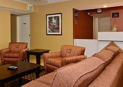 Travelers Inn And Suites - Memphis - Lobby