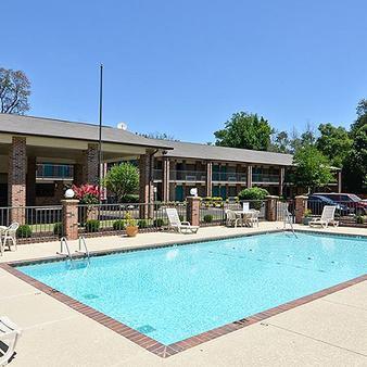 Travelers Inn And Suites - Memphis - Pool