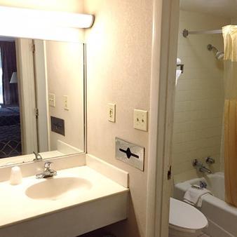 Magnuson Hotel Columbia - Columbia - Bathroom