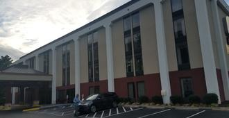 Studios and Suites 4 Less Western Branch - Chesapeake - Building