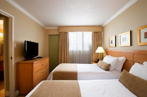 Sunset Inn and Suites - Vancouver - Bedroom