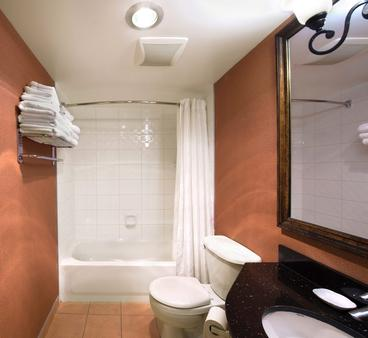 Sunset Inn And Suites - Vancouver - Bathroom
