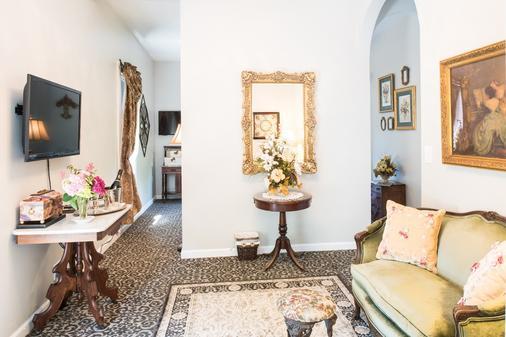 La Belle Epoque - Napa - Living room