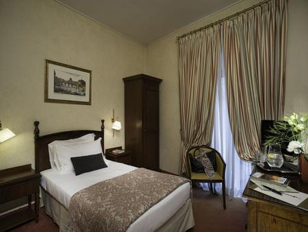 Colonna Palace Hotel - Rome - Building