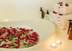 Royal Phuket City Hotel - Phuket City - Bathroom