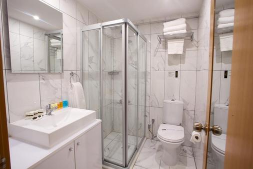 Carlton Hotel - Istanbul - Bathroom