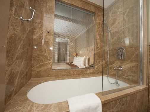 Ramada Istanbul Asia - Istanbul - Bathroom