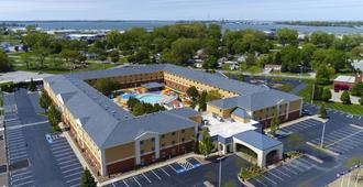 Cedar Point's Express Hotel - Sandusky - Building