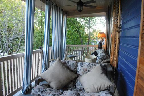 Stay Fairfield - Fairfield Place and Fairfield Manor Bed & Breakfast - Shreveport - Balcony