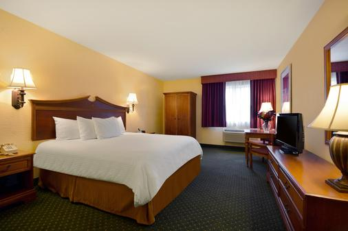 Mainstay Hotel and Conference Center - Newport - Bedroom