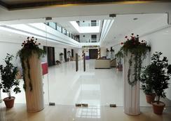 Hotel Midcity - Vijayawada - Lobby