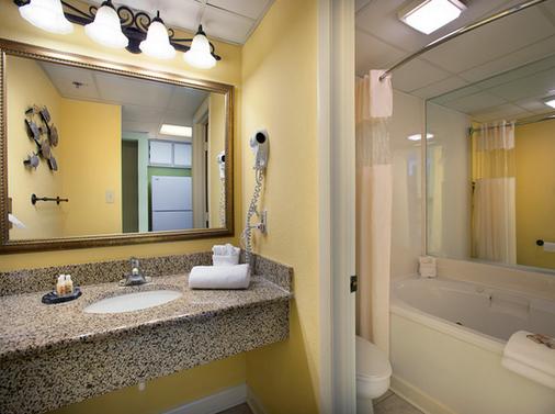 Sea Crest Oceanfront Resort - Myrtle Beach - Bathroom