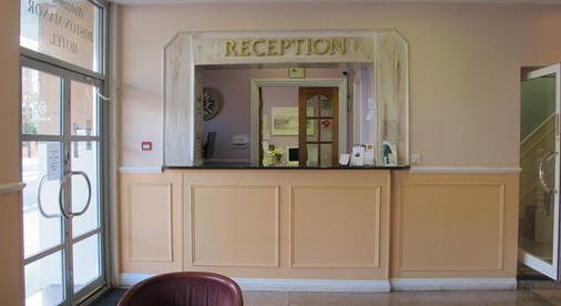 Boston Manor Hotel - London - Front desk